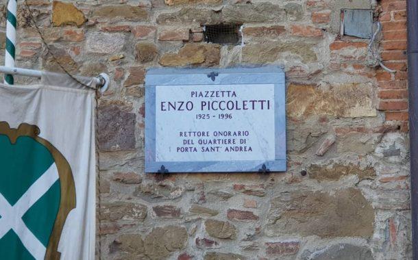 Piazzetta Enzo Piccoletti: la targa scoperta dal sindaco Ghinelli (fotogallery)